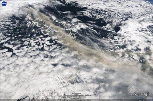 nube-vulcano-islanda-vista-dal-satellite