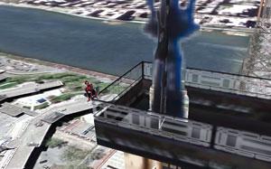 L'uomo ragno è visibile sul ponte di Queensboro